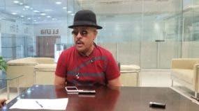 Aramis Camilo mientras era entrevistado por Cristina Liriano.  Foto Alejandra Bello