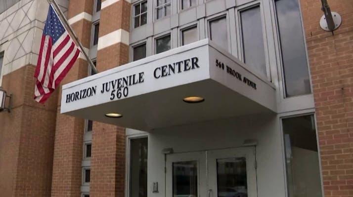 """Los agentes piden el cierre del """"Centro Juvenil de Detención Horizón"""" en Nueva York."""