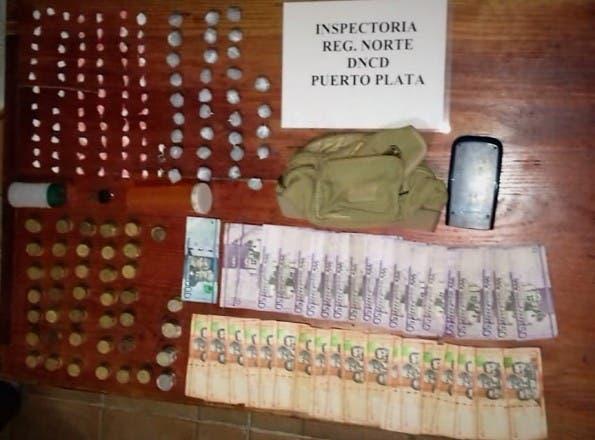 Incautan porciones de drogas, dinero en efectivo, celulares y motocicleta en operativos en Puerto Plata