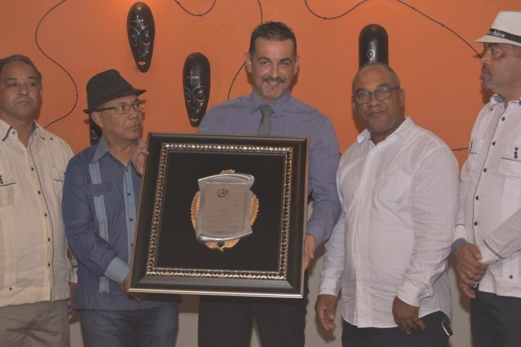 Aurelio Henríquez, José Tejada Gómez, Carlos Jiménez Ruiz Director de Desarrollo Área del Caribe Grupo Lopesan, Olivo De León y José Beato, Secretario General Sindicato Nacional Trabajadores de la Prensa.
