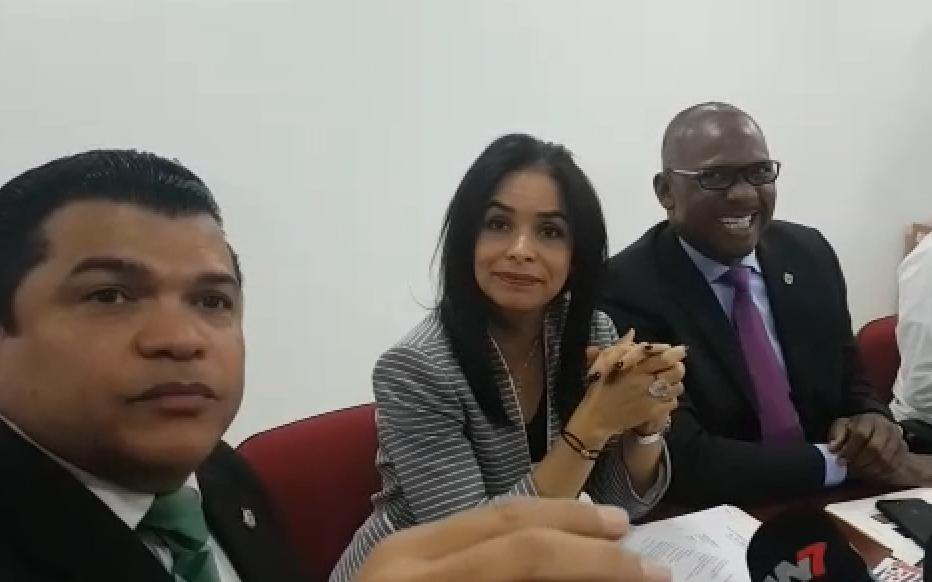 Claudia Franchesca y Alfredo Martínez defendieron la obra.