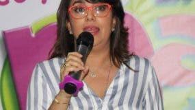"""Nazzira Santana, coach de padres y productora del espacio radial """"Madre Paso a Paso""""."""