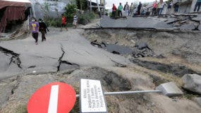 Los últimos datos se completan con 10.679 heridos, de los cuales 2.549 son graves, y 82.775 indonesios atendidos en más de un centenar de centros de evacuados.