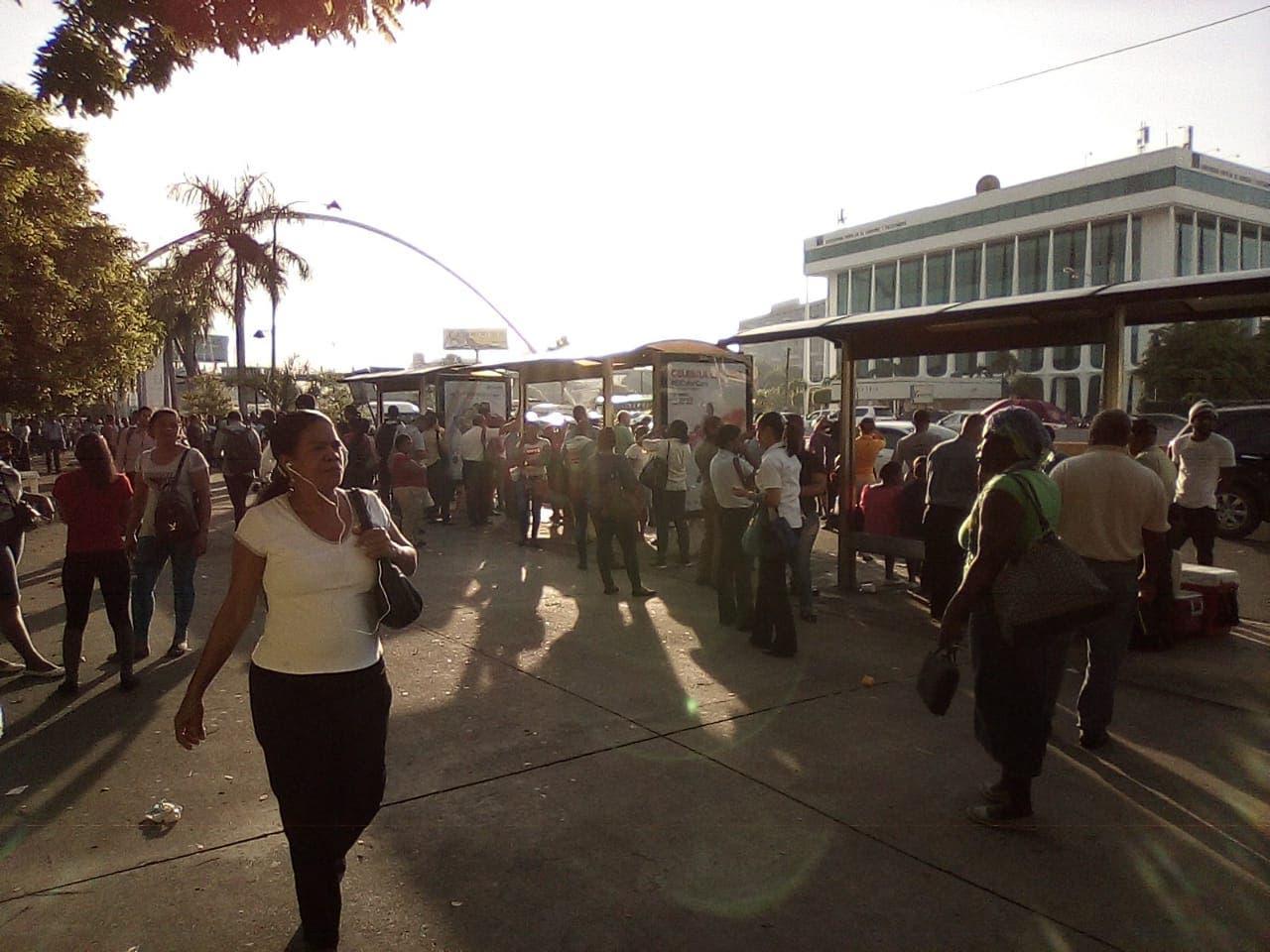 Otra vez miles de pasajeros quedan varados por paro de Fenatrano