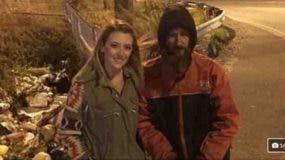 Kate McClure se fotografió junto a Bobbit para promocionar la campaña.