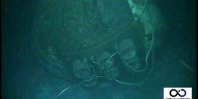 La proa del submarino fue hallada en una sola pieza, pero deformada por la presión del agua a esa profundidad.