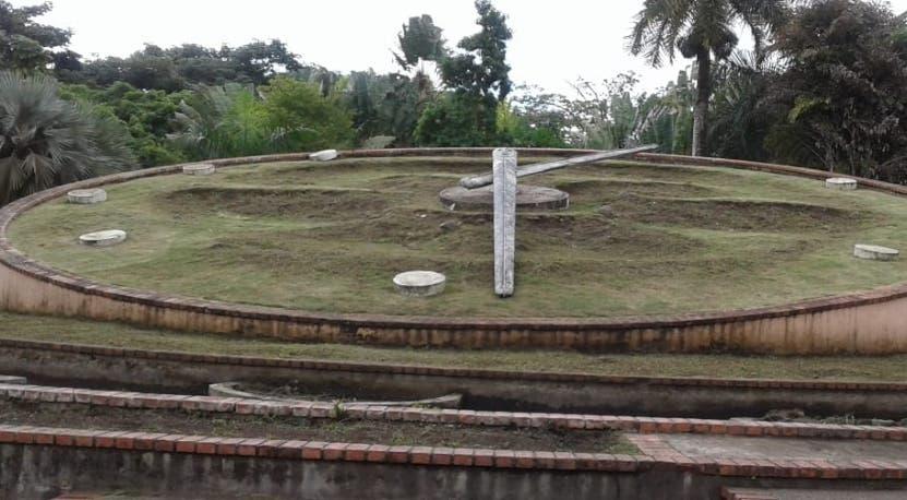El reloj fue puesto a funcionar en 1976 con el inicio del Jardín.