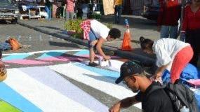 Estudiantes de Arquitectura  en realización plan.