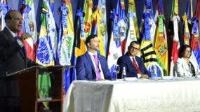 Autoridades  nacionales e internacionales durante la apertura de la reunión . José de León