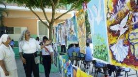 Entre música y juegos los niños también pintaban.  ELIESER TAPIA