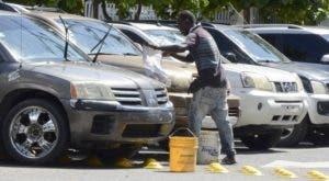El lavado de vehículos es un servicio adicional. JOSÉ DE LEON.