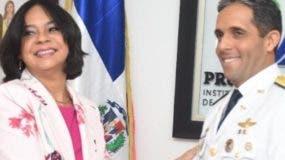 Anina del Castillo y el general Juan Carlos Torres.