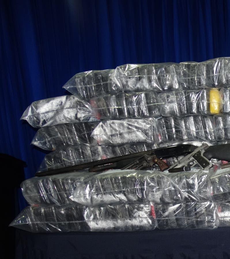 Foto de archivo. Parte de la droga decomisada en 2015 en Barahona. Las autoridades se incautaron hoy 108 paquetes de cocaína en un operativo donde fueron apresados 3 dominicanos y un colombiano.