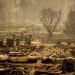 En la imagen, vista de viviendas arrasadas por un incendio en Edgewood Lane, Paradise, California. (AP Foto/Noah Berger)
