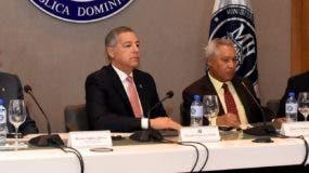 Héctor Valdez Albizu, Donald Guerrero, Isidoro Santana  y Rainer Kohler, del FMI .