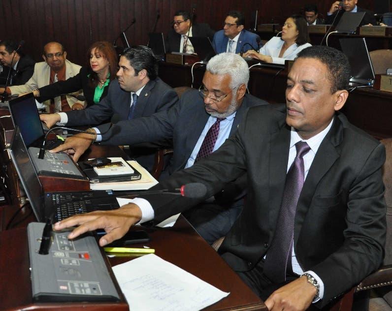 Danilistas   trabajan  para modificar la Constitución.