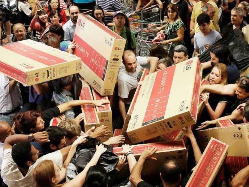 """El """"Viernes Negro""""  genera euforia en compradores.  ARCHIVO"""