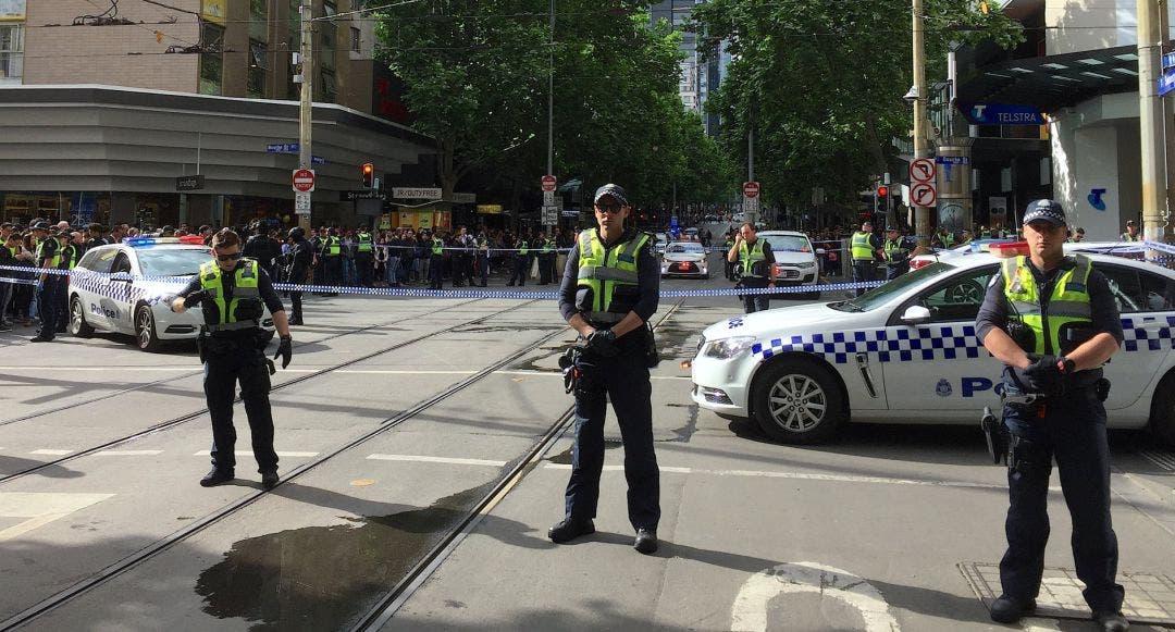 La policía corta el paso en el lugar del ataque en el centro del Melbourne. Fuente externa