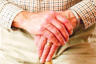 Anciano busca mujer de 37 años y ofrece herencia