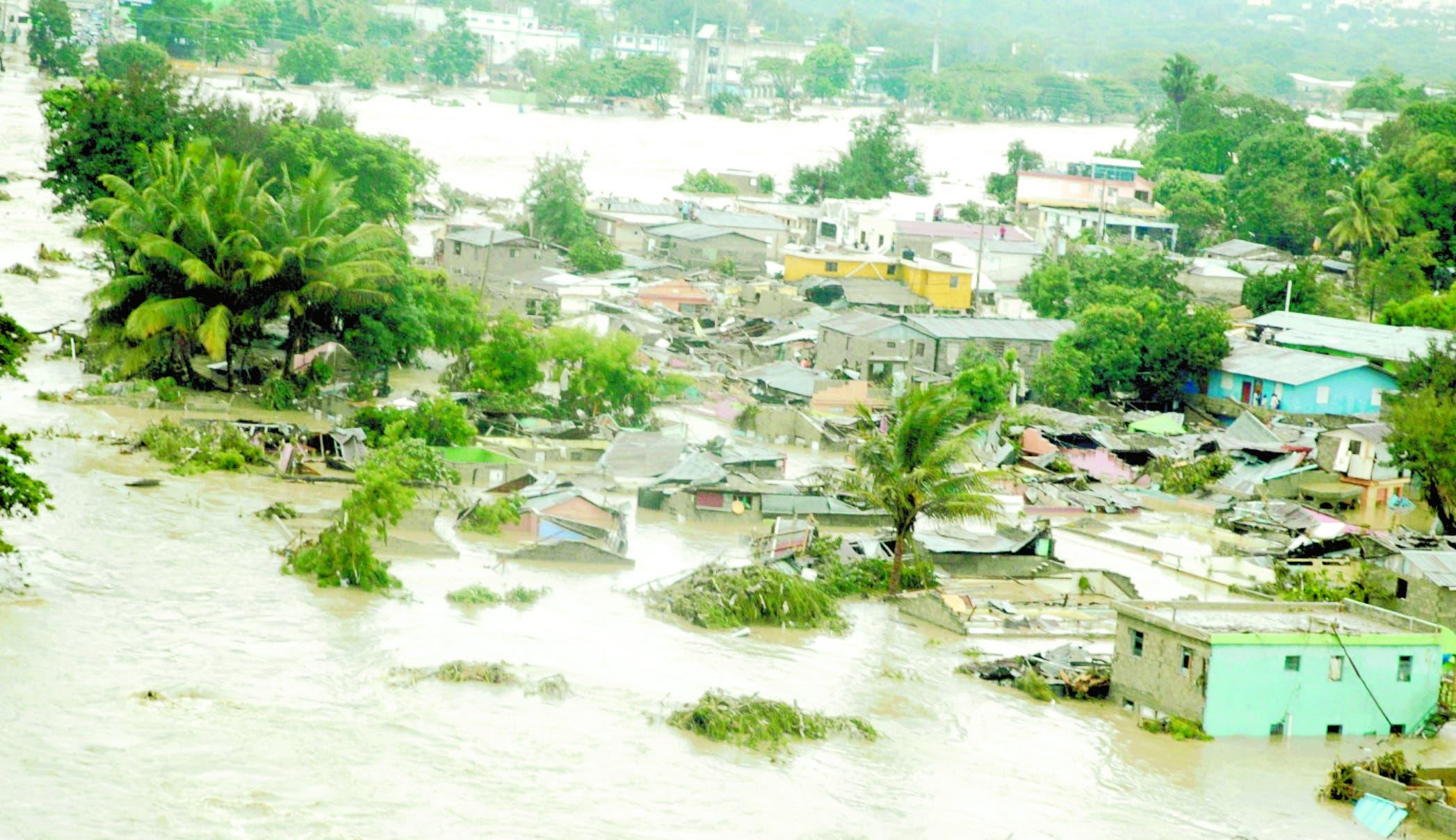Inundaciones provocadas por el desbordamiento del río Yaque del Norte debido a la tormenta Olga  ocurrida en 2007.