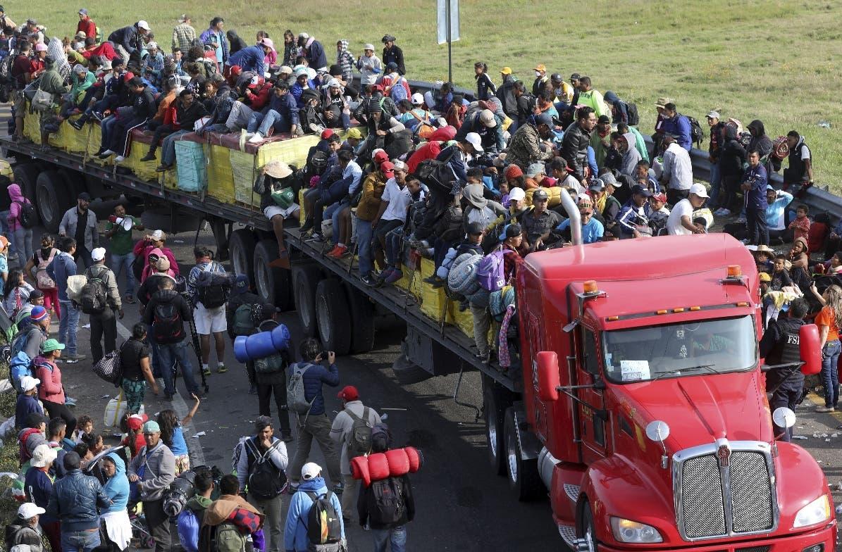 Migrantes emprenden  la segunda mitad de su trayecto hacia los Estados Unidos.