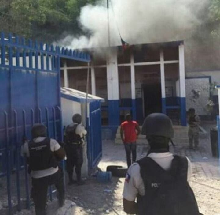 Los manifestantes quemaron puesto fronterizo.fuente externa