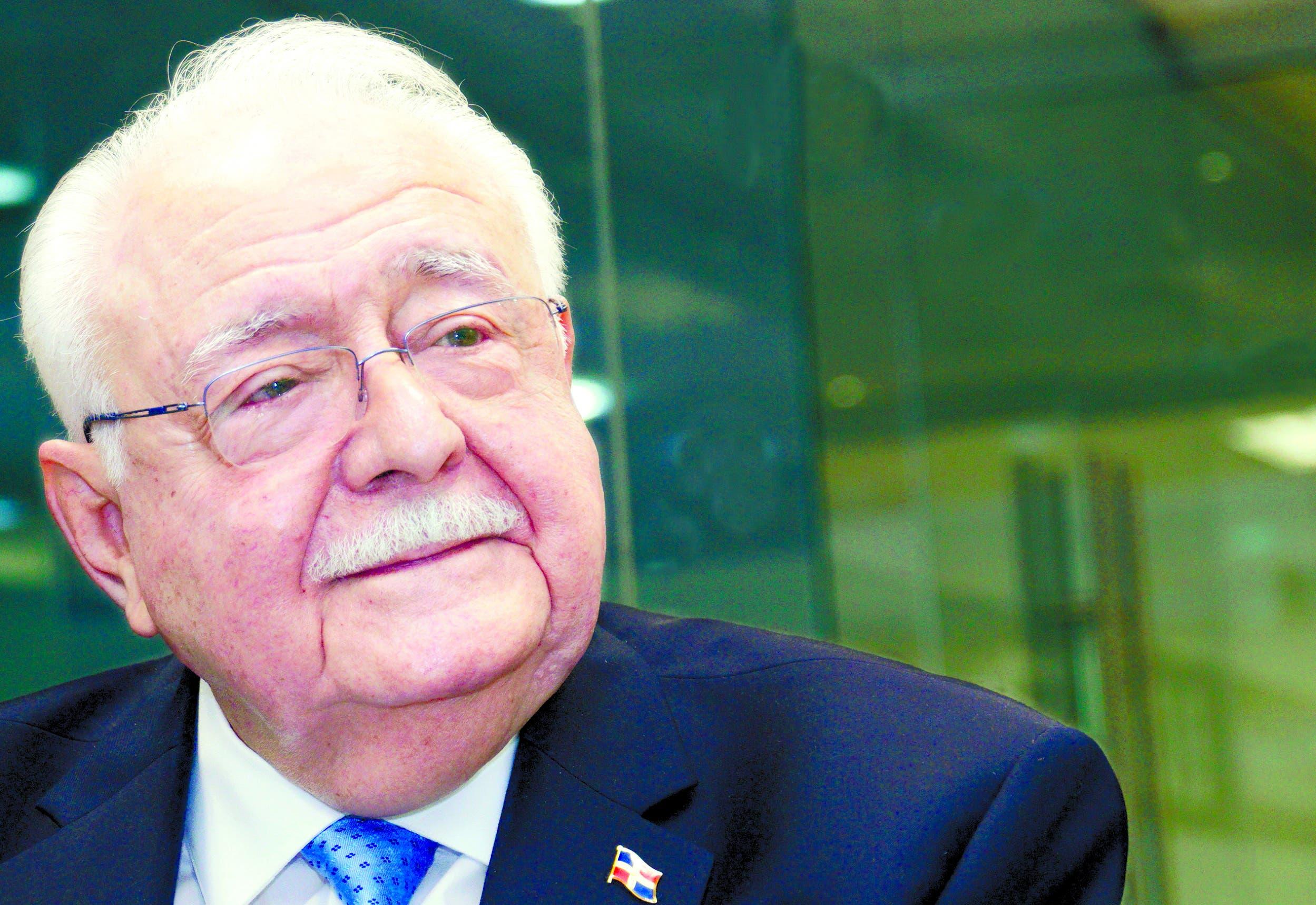 """Antonio Isa Conde """"El país tiene seis cuencas con gas y petróleo""""."""