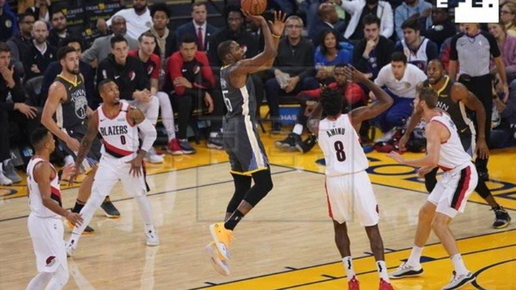 El alero Kevin Durant aportó 32 puntos, ocho rebotes y siete asistencias, como líder encestador de los Warriors, que ganaron por 125-97 a los Trail Blazers de Portland. Durant también hizo una gran labor defensiva al recuperar dos balones y puso tres tapones en los 38 minutos que jugó.
