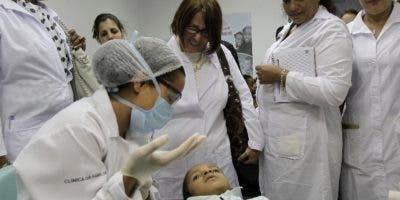 Un grupo de  médicos cubanos prestan servicio en Brasil.