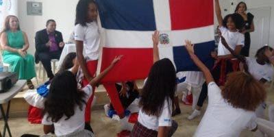 Jóvenes realizaron actividades artísticas en instalaciones.
