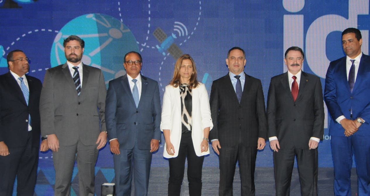 Representantes de  compañías  de telecomunicación  firmaron   compromiso.  Nicolás Monegro