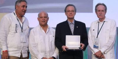 Reconocimiento otorgado a Alejandro E. Grullón