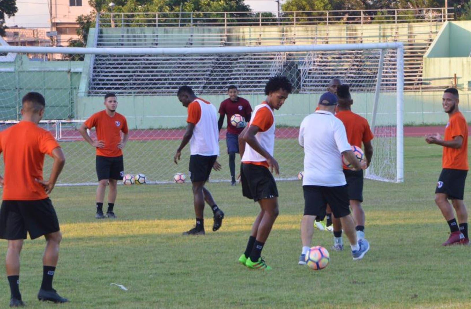 Pese a la dífícil situación del fútbol dominicano, los eventos siguen su ritmo normal, aunque con precariedad.