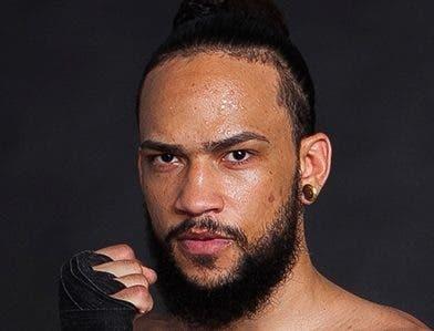 Boxeador hispano-dominicano  recibe 'pau pau' de un nipón