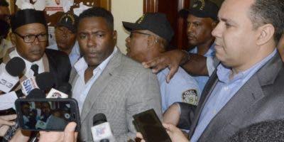 El ex jugador Miguel Tejada es entrevistado mientras acudía a las audiencias en el Palacio de Justicia de Ciudad Nueva. José de León