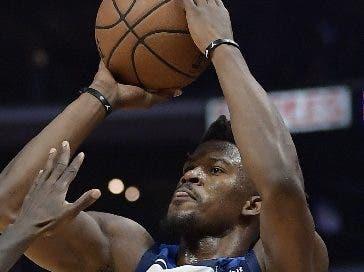 Jimmy Butler ya está con los 76ers de Filadelfia.