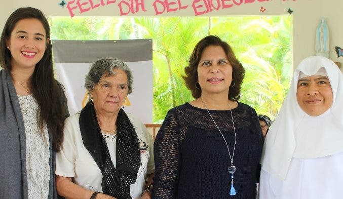 EIvana Koves, África Regina Espinal, Cruz Amalia Rodríguez y sor Francisca Méndez.