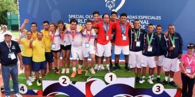 Atletas premiados en  evento  doble unificado.  fuente externa
