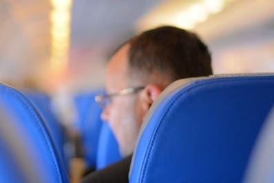 La tripulación se negó a cambiarle de asiento.