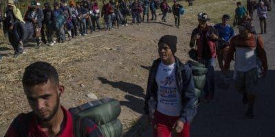 """El gobierno de Donald Trump llama """"migrantes económicos"""" y  negará asilo a los caravaneros."""