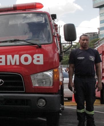 AES dona 4 camiones de bomberos al sistema 9-1-1