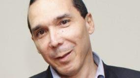 Ángel Puello celebra 35 años de carrera en TV.  Archivo