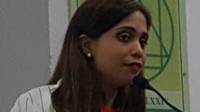 La licenciada Melissa Silié Ruiz durante su ponencia.