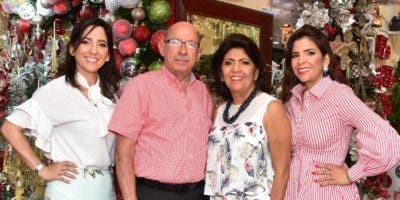 Mayi Suárez, José Suárez, Lilín de Suárez y Érika Suárez.