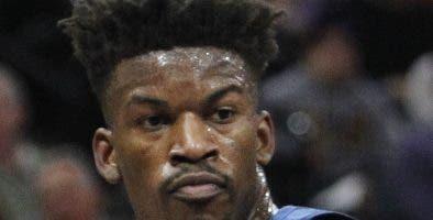Jimmy Butler pasó a formar parte de  Philadelphia 7ers. AP