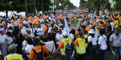 Creyentes  católicos se congregaron desde tempranas horas de ayer en el Malecón en respaldo a la actividad cívico-religiosa. José de León