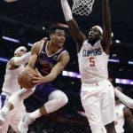 La acción corresponde a uno de los partidos del baloncesto de la NBA.