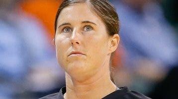 Natalie Sago, fue contratada como  árbitro de la NBA.