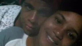 Orlando Antonio Flete y su pareja.  archivo