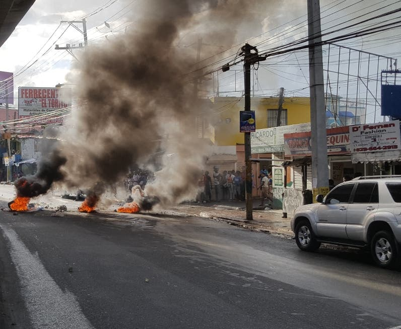 Residentes en El Torito  incediaron neumáticos. JM DE LA ROSA
